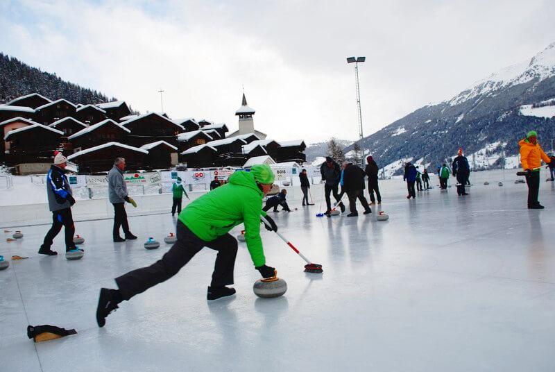 Curling au cœur du village